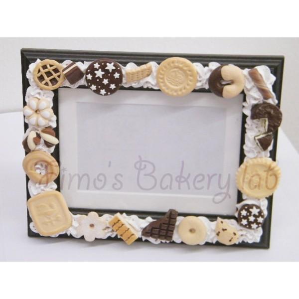 Cornice 13x18 base marrone o bianca con biscotti misti for Cornici 13x18