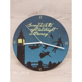 Orologio tema Peter Pan  d. 30cm base legno